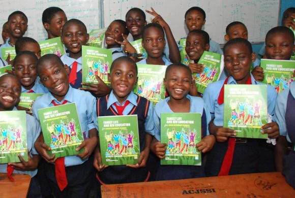 Students Receive FLHE Handbook