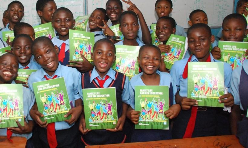 Students Receive FLHE Handbook